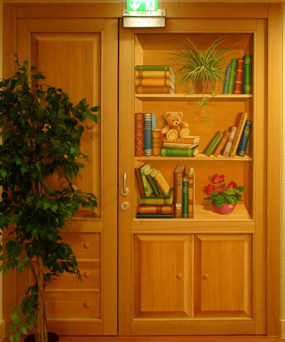 Bücherregal gemalt  Atelier Hellwig GbR - Galerie Türen